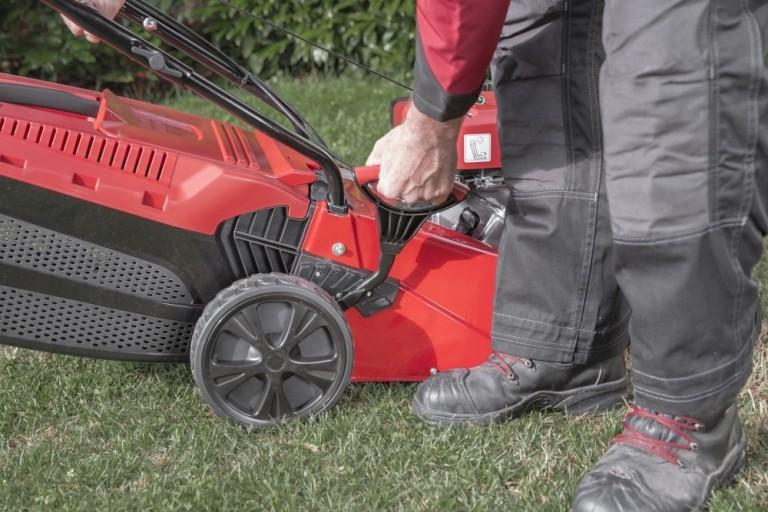 Obrázek galerie pro produkt Solo by AL-KO SBA 5210 SP-A 127582 + AKCE Zprovoznění a Záruka 6 LET, Benzínová sekačka s pojezdem a záběrem 51cm
