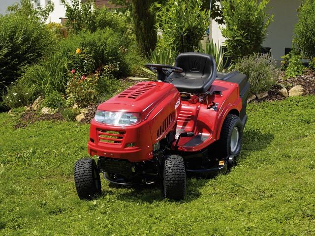 Obrázek galerie pro produkt MTD SMART RE 130 H + ZPROVOZNĚNÍ, Zahradní travní traktor s košem, MTD ThorX 382ccm