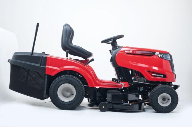 Obrázek galerie pro produkt MTD OPTIMA LN 200 H + AKCE Zprovoznění, Zahradní dvouválcový traktor s košem, OHV 679ccm