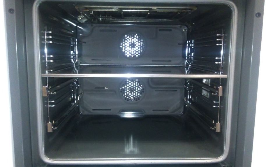 Obrázek galerie pro produkt Beko BVR35500XMS Horkovzdušná trouba nerez/černá, SteamHealth, Teleskopický výsuv, Surf, Split&Cook